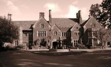10 отелей с призраками в США