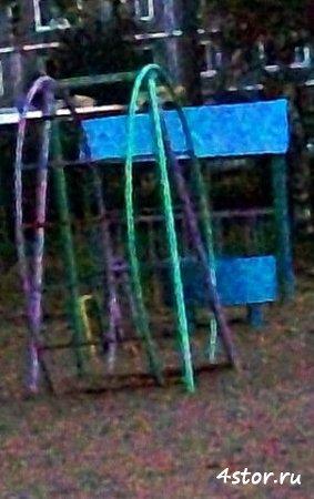 Детское личико на игровой площадке