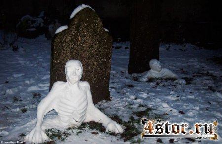 Снеговики на бристольском кладбище