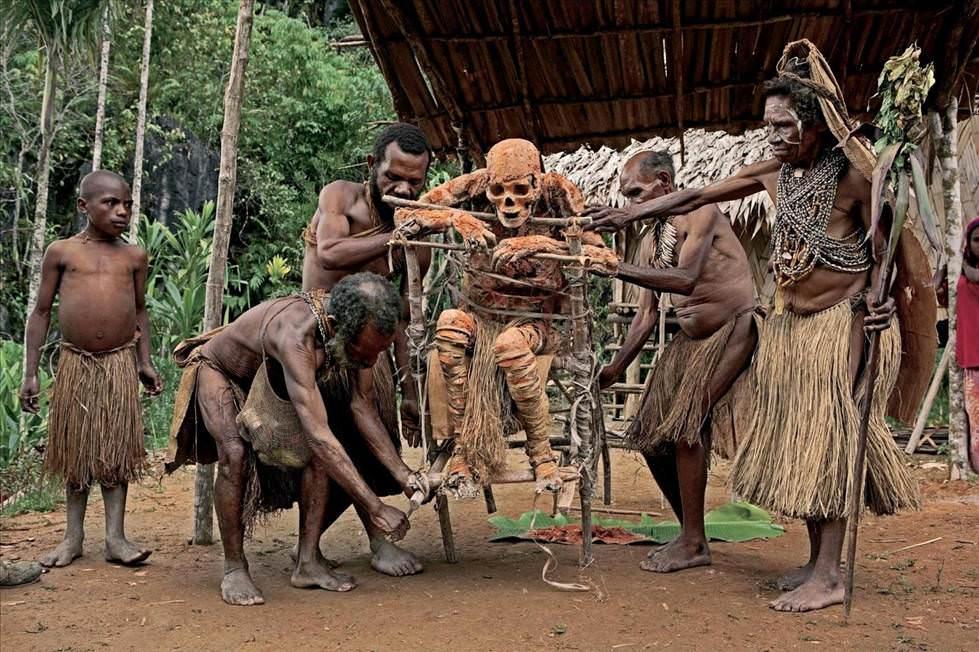 golie-dikie-plemena-smotret