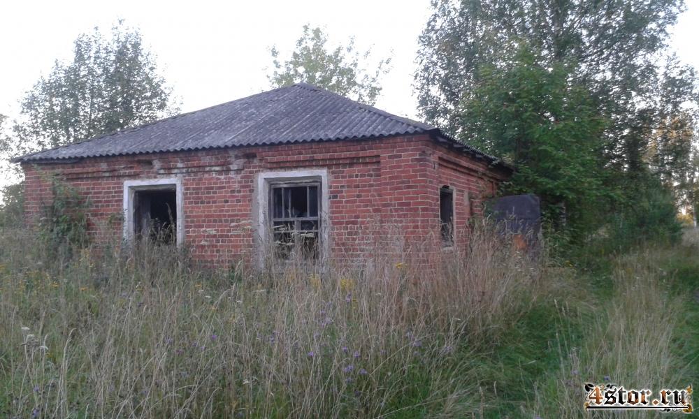 Заброшенные церковь и фабрика в N-ской губернии