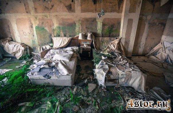 Заброшенный отель на острове Хатидзё-дзима