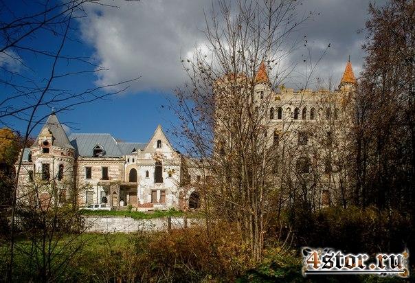 Замок Храповицкого в посёлке Муромцево