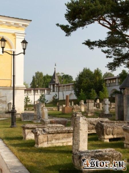 Костница Старицкого Свято-Успенского монастыря (Россия)