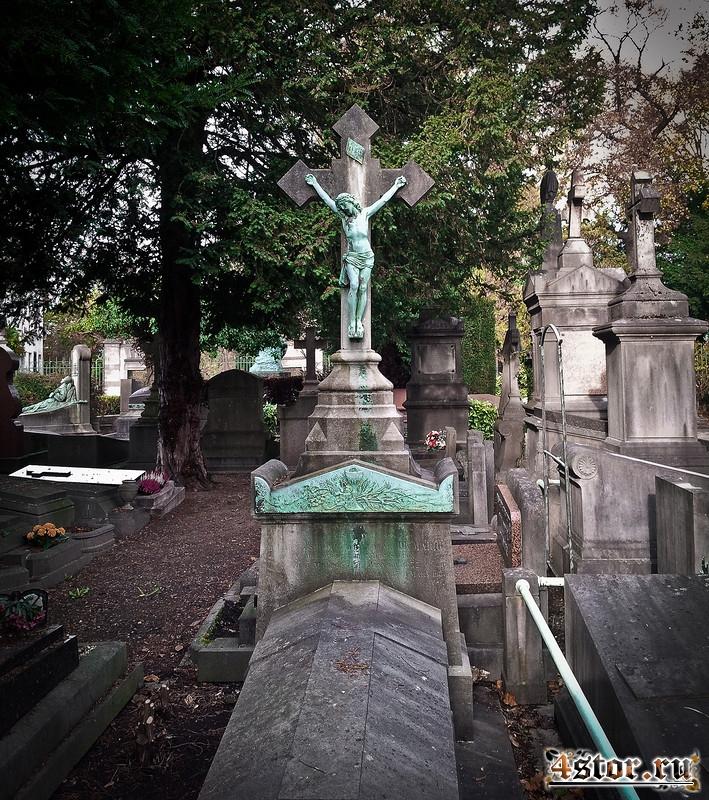 Заброшенная часовня на кладбище, Бельгия