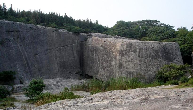 Сюрреалистичный мегалит Яньшаня